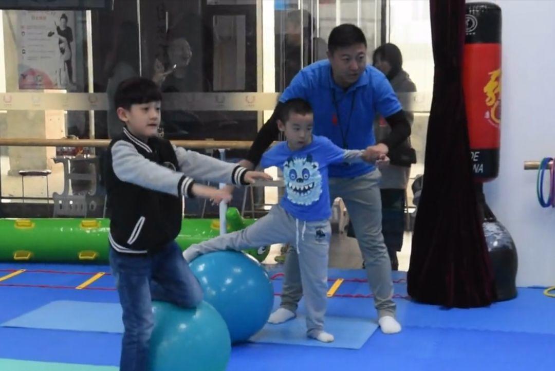 日本幼儿园惊人体操课刷屏:运动好的孩子,能有多聪明?插图(15)
