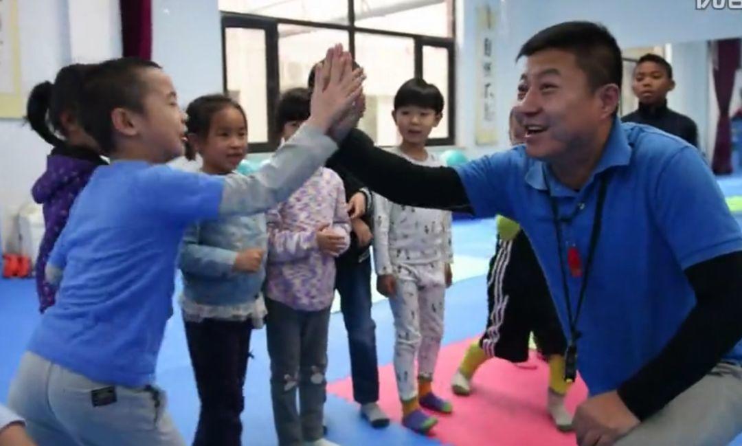日本幼儿园惊人体操课刷屏:运动好的孩子,能有多聪明?插图(14)
